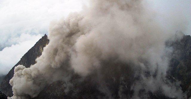 https: img-k.okeinfo.net content 2019 09 22 510 2107876 gunung-merapi-semburkan-awan-panas-setinggi-800-meter-43Y5fcLpo7.png