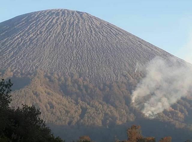 https: img-k.okeinfo.net content 2019 09 23 519 2108055 gunung-semeru-ditutup-total-imbas-kebakaran-sampai-ranu-kumbolo-BtiYx0CEPa.jpg