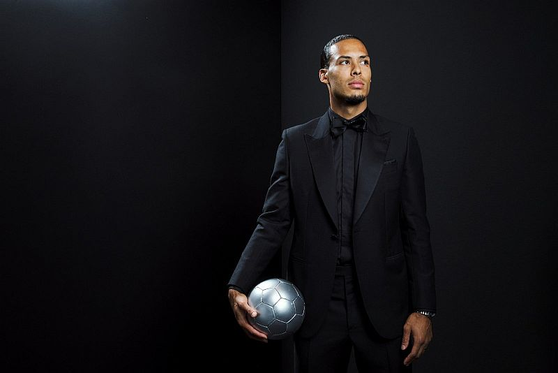 https: img-k.okeinfo.net content 2019 09 25 51 2109076 van-dijk-tak-terpilih-jadi-pemain-terbaik-fifa-karena-berposisi-bek-ZBRLBrG42G.jpg