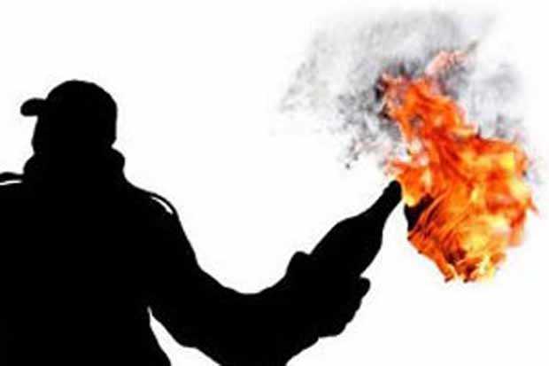 https: img-k.okeinfo.net content 2019 09 27 338 2110077 polisi-selidiki-kasus-pelemparan-bom-molotov-ke-pospol-jalan-ahmad-yani-8iJqttGN6y.jpg