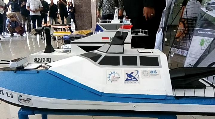 https: img-k.okeinfo.net content 2019 09 27 65 2110196 penampakan-robot-terbang-dan-kapal-tak-berawak-buatan-mahasiswa-uns-zT0z8iCKZU.png
