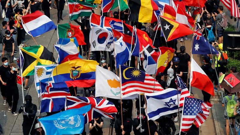 https: img-k.okeinfo.net content 2019 09 30 18 2110921 demonstran-hong-kong-terlihat-bawa-bendera-indonesia-dalam-unjuk-rasa-anti-beijing-eaIEwrQExW.jpg