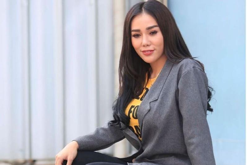 Beredar Video Bebby Fey Jilat Perut Perempuan, Netizen: Jijik Lihatnya