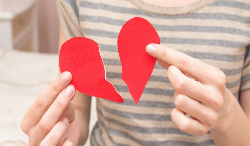 https: img-k.okeinfo.net content 2019 09 30 612 2111050 kisah-penyesalan-dina-korban-nikah-mudah-yang-kena-php-MR0eTMaZpG.jpg