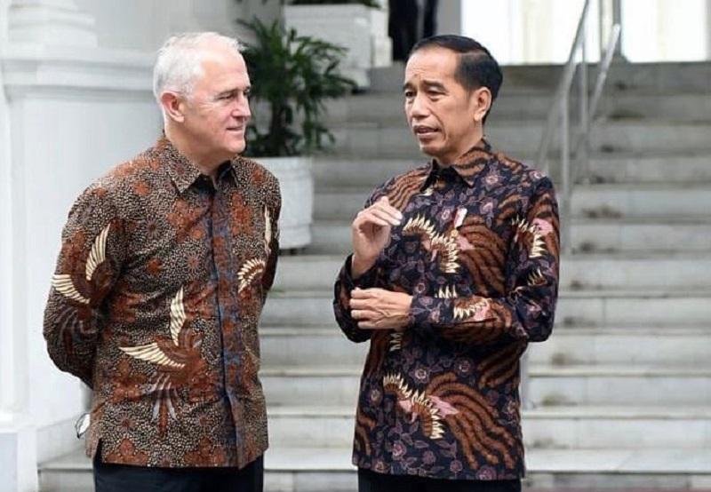 https: img-k.okeinfo.net content 2019 10 02 194 2112152 kenakan-batik-jokowi-sebut-malcolm-turnbull-mirip-pria-solo-OwTpPwKTwv.jpg