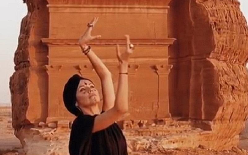 https: img-k.okeinfo.net content 2019 10 02 615 2111916 traveling-ke-arab-saudi-selebgram-cantik-ini-berani-tak-pakai-hijab-lhczZ8wlY9.jpg