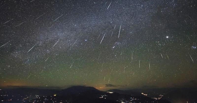 https: img-k.okeinfo.net content 2019 10 04 56 2112933 puncak-hujan-meteor-orionid-diprediksi-muncul-21-22-oktober-hbxkbEDshr.jpg