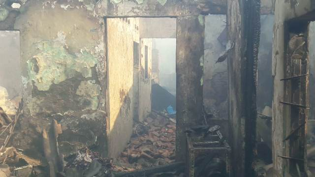 https: img-k.okeinfo.net content 2019 10 06 338 2113531 warga-korban-kebakaran-taman-sari-habis-semua-sisanya-baju-yang-saya-pakai-de6YpPgS8K.jpg