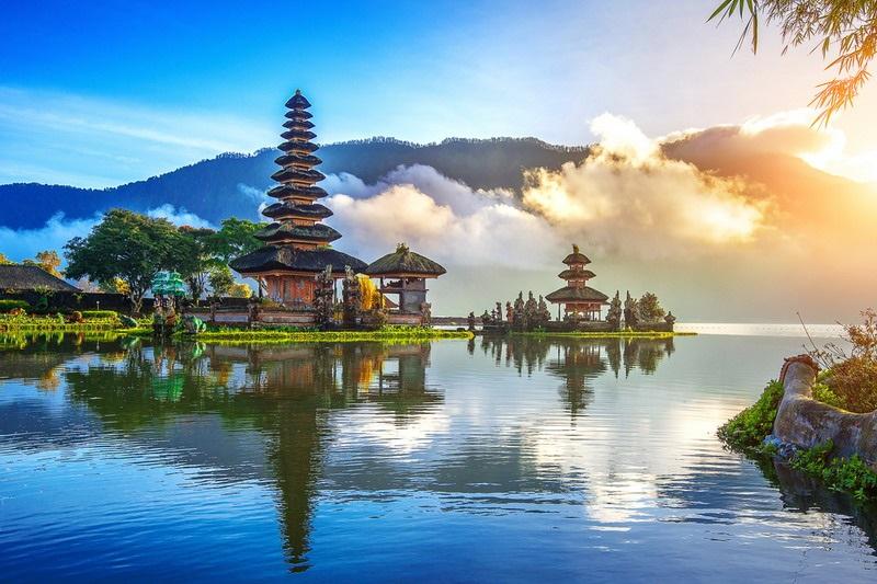 https: img-k.okeinfo.net content 2019 10 08 406 2114293 kemenpar-gandeng-asensi-promosikan-wonderful-indonesia-agar-lebih-mendunia-X6s8NpHAmZ.jpg