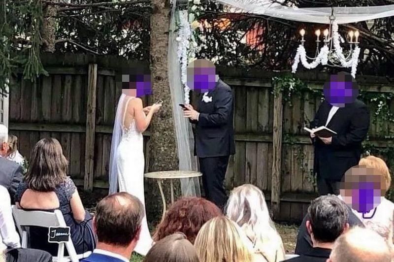 https: img-k.okeinfo.net content 2019 10 09 18 2114850 pasangan-pengantin-diejek-karena-update-status-facebook-di-tengah-pernikahan-55q6eDtqmK.jpg