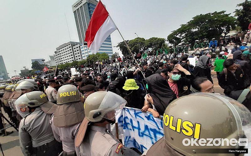 https: img-k.okeinfo.net content 2019 10 09 337 2114946 sepertiga-wilayah-di-indonesia-berpotensi-terjadi-demonstrasi-saat-pelantikan-jokowi-pFcyJz1AA6.jpg