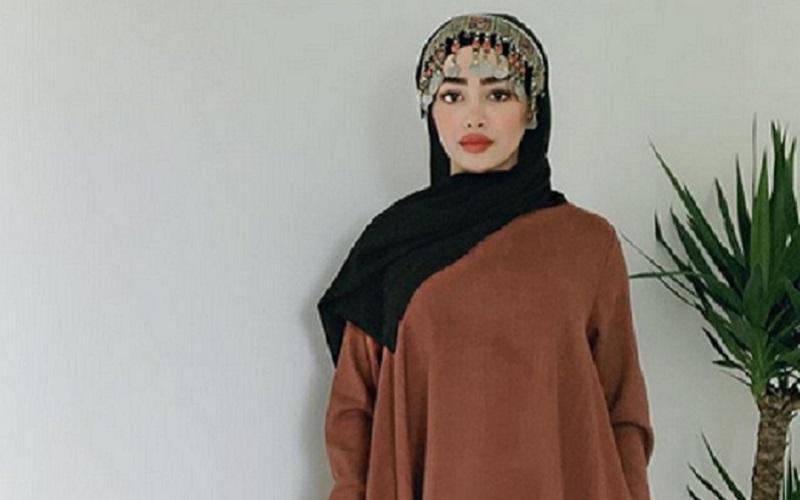 https: img-k.okeinfo.net content 2019 10 09 617 2114633 4-gaya-hijab-bernuansa-cokelat-yang-bikin-kamu-makin-manis-Mwf592fItS.jpg