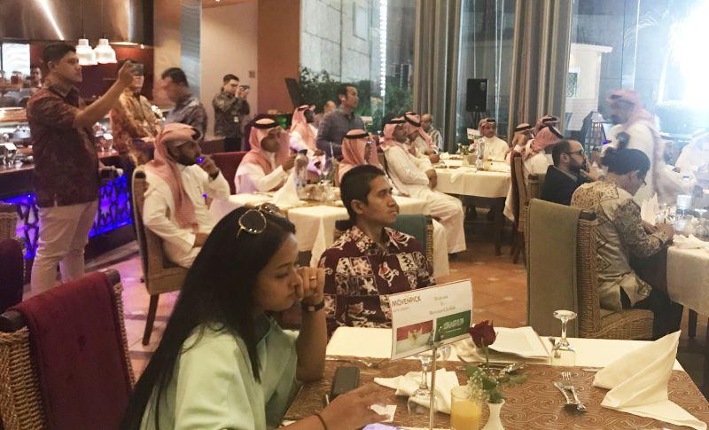 https: img-k.okeinfo.net content 2019 10 10 320 2115376 youtuber-milenial-arab-saudi-digaet-untuk-sosialisasikan-indonesia-QidAbCxsNH.jpg