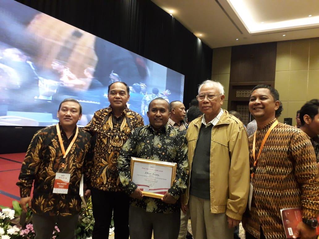 https: img-k.okeinfo.net content 2019 10 10 337 2115468 inews-tv-dan-mnc-trijaya-raih-penghargaan-kompetisi-media-piala-presiden-eSQfF3exsr.jpg