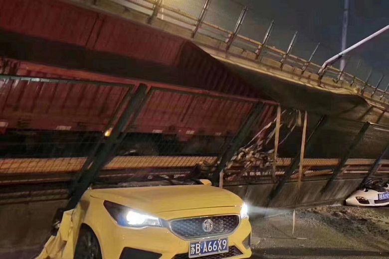 https: img-k.okeinfo.net content 2019 10 11 18 2115616 jembatan-jalan-di-china-ambruk-tewaskan-sedikitnya-dua-orang-UqPyQaXsLg.jpg
