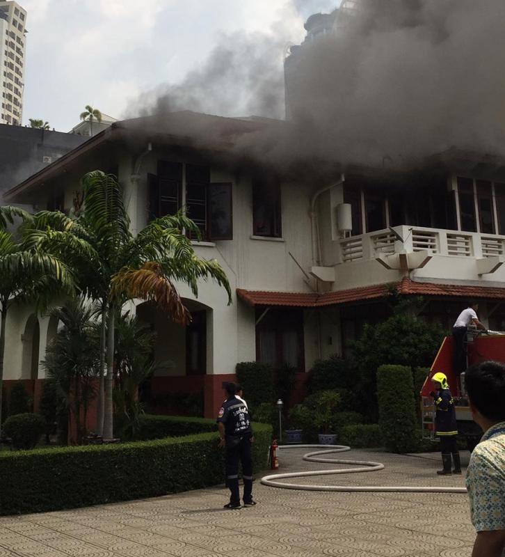 https: img-k.okeinfo.net content 2019 10 11 18 2115696 kebakaran-landa-kbri-bangkok-api-lalap-wisma-indonesia-l8qsLZ7L4N.jpeg
