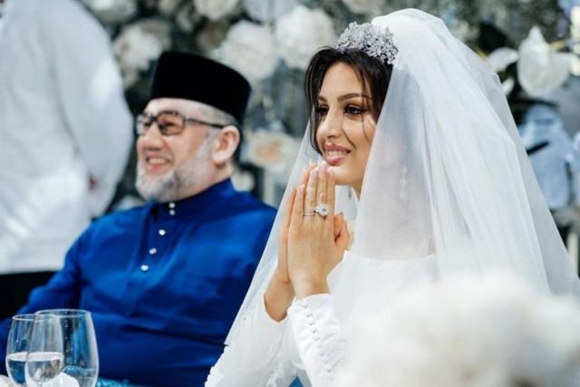 https: img-k.okeinfo.net content 2019 10 11 18 2115877 cerai-dengan-mantan-raja-malaysia-ratu-kecantikan-rusia-jual-cincin-nikah-demi-persalinan-oeqf8BCIu2.jpg