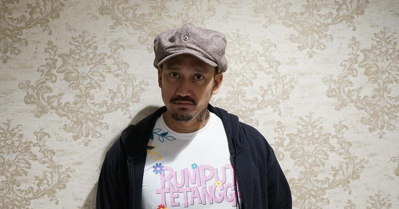https: img-k.okeinfo.net content 2019 10 11 206 2115660 jalani-debut-sutradara-tora-sudiro-ungkap-rasa-takut-VqZu4rDDub.jpg