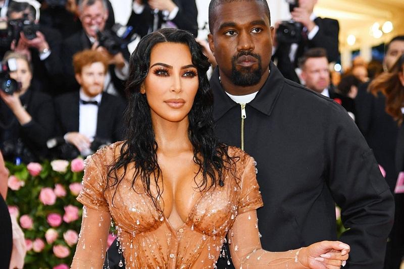 https: img-k.okeinfo.net content 2019 10 13 33 2116322 kim-kardashian-raup-keuntungan-di-hollywood-berkat-video-porno-dengan-ray-j-879tgw2XEq.jpg