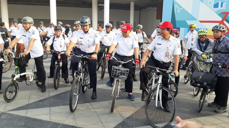 https: img-k.okeinfo.net content 2019 10 13 338 2116258 anies-stasiun-mrt-dan-halte-bus-akan-disediakan-parkir-sepeda-EyXJuI0dkY.jpg