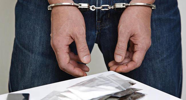 https: img-k.okeinfo.net content 2019 10 13 338 2116284 polisi-tangkap-kurir-heroin-di-swalayan-kawasan-jakarta-utara-wco6JFjPfk.jpg