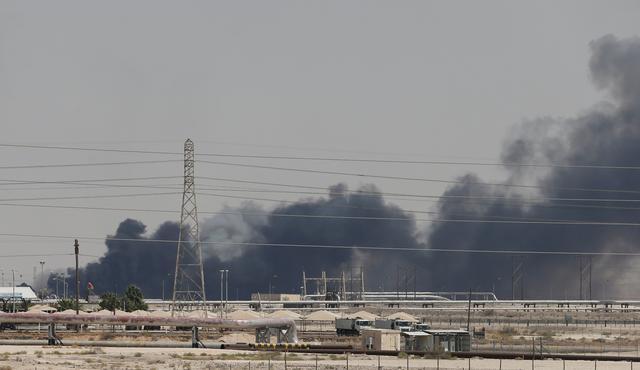 https: img-k.okeinfo.net content 2019 10 14 18 2116594 putin-arab-saudi-minta-rusia-selidiki-serangan-terhadap-fasilitas-minyaknya-8dg3R9AAHh.jpg