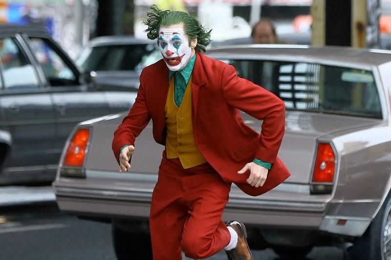 https: img-k.okeinfo.net content 2019 10 14 206 2116627 tak-terkalahkan-joker-masih-puncaki-box-office-amerika-utara-vEtkGuDxT8.jpg