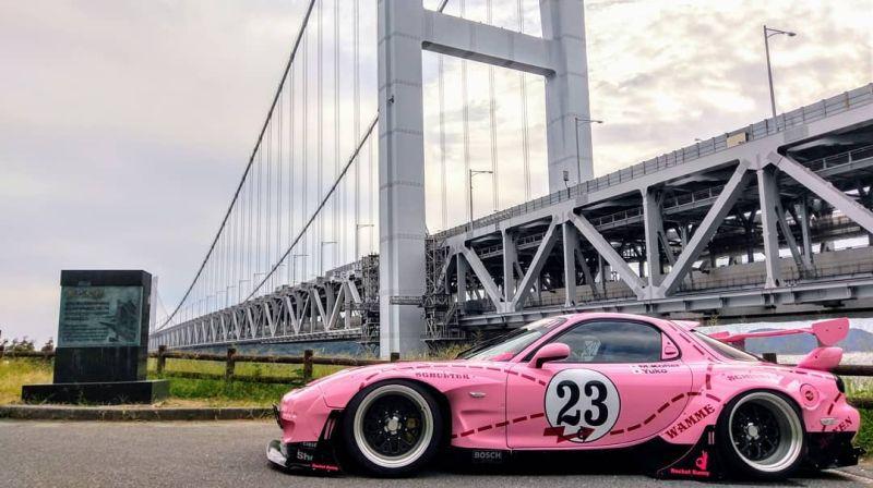 https: img-k.okeinfo.net content 2019 10 15 312 2117197 modifikasi-mazda-rx-7-berkelir-pink-terinspirasi-dari-porsche-917k-KAN6VnMzCG.jpg