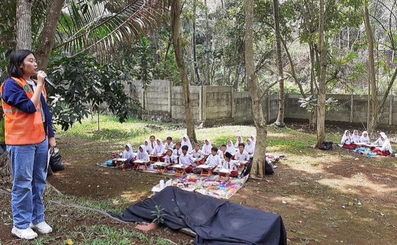 https: img-k.okeinfo.net content 2019 10 16 196 2117810 pentingnya-mengajarkan-anak-anak-cinta-lingkungan-gSMeEee9TX.jpg
