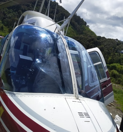 https: img-k.okeinfo.net content 2019 10 16 337 2117720 helikopter-bell-206-ditembak-di-papua-pelaku-diduga-kkb-0jTW14FrOR.jpg