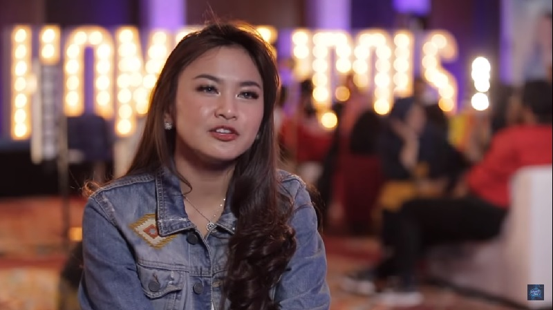 https: img-k.okeinfo.net content 2019 10 16 598 2117902 bikin-takjub-ari-lasso-berhasil-menerawang-peserta-indonesian-idol-2019-ini-m8wrnKws4h.jpg