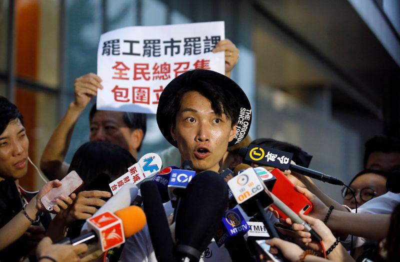 https: img-k.okeinfo.net content 2019 10 17 18 2118121 pemimpin-demonstran-hong-kong-dirawat-di-rumah-sakit-setelah-diserang-dengan-palu-YgndtOk7XS.jpg