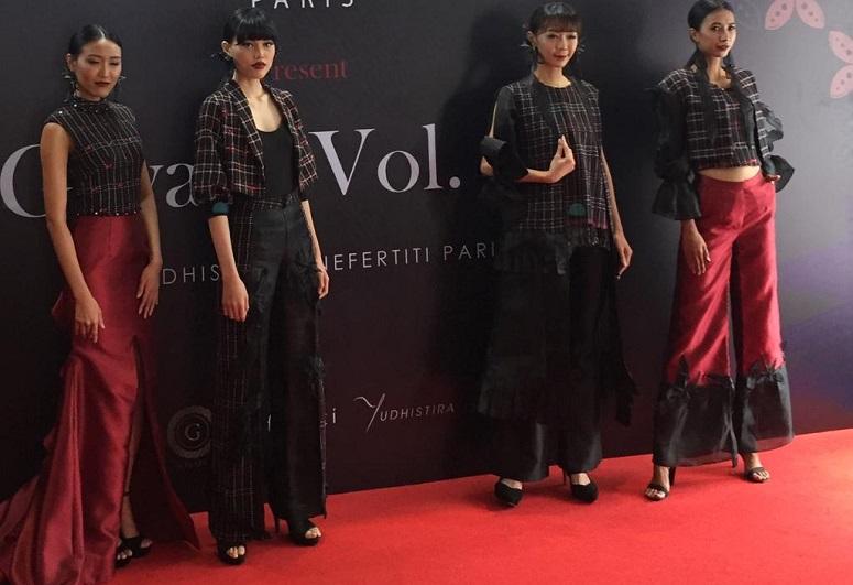 https: img-k.okeinfo.net content 2019 10 17 194 2118250 desainer-indonesia-bakal-tampilkan-rancangan-mewah-tenun-baduy-di-australia-FJ6CCRBOXn.jpeg