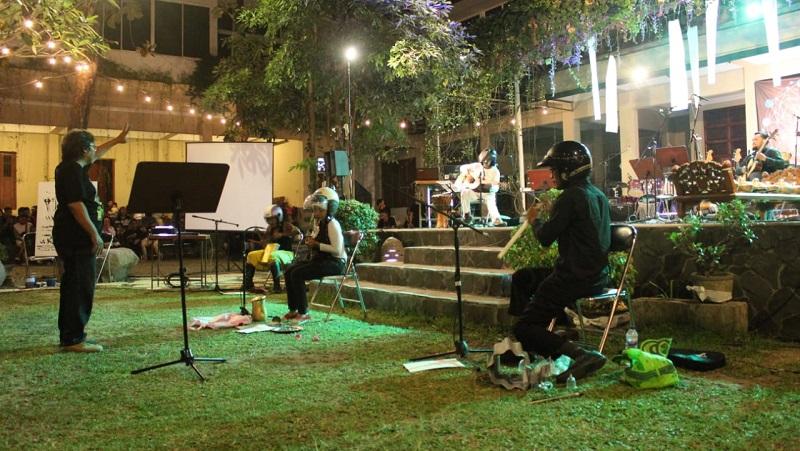 https: img-k.okeinfo.net content 2019 10 17 205 2118166 festival-musik-kontemporer-october-meeting-keempat-siap-digelar-di-tembi-17KCF7K0Wa.jpeg