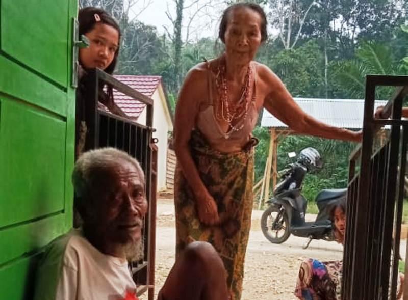 https: img-k.okeinfo.net content 2019 10 17 340 2118336 warga-suku-anak-dalam-terancam-kelaparan-terpaksa-makan-monyet-buruan-PWrqZEUIdy.jpg