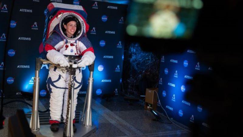https: img-k.okeinfo.net content 2019 10 17 56 2118147 ini-jubah-baru-astronot-perempuan-untuk-menjelajah-bulan-gp5GUccI77.jpg