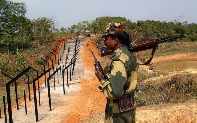 https: img-k.okeinfo.net content 2019 10 18 18 2118678 pasukan-bangladesh-tembak-mati-tentara-india-dalam-perselisihan-di-perbatasan-sDbBZlg4vO.jpg