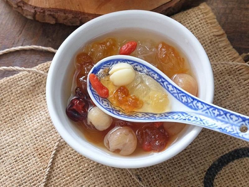 https: img-k.okeinfo.net content 2019 10 18 298 2118467 hidangan-segar-es-buah-menteng-dan-peach-gum-dessert-ini-resepnya-psUazBXwZj.jpg