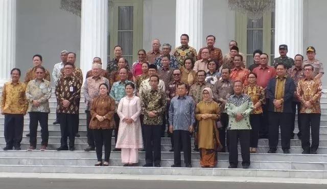 https: img-k.okeinfo.net content 2019 10 18 337 2118668 perpisahan-kabinet-kerja-jokowi-5-tahun-waktu-yang-cepat-Px1CwOhWnz.JPG