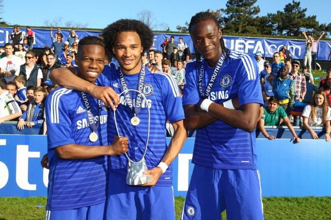 https: img-k.okeinfo.net content 2019 10 18 51 2118793 tammy-abraham-dua-kali-bawa-chelsea-juara-liga-champions-junior-KUijRAuooL.jpg