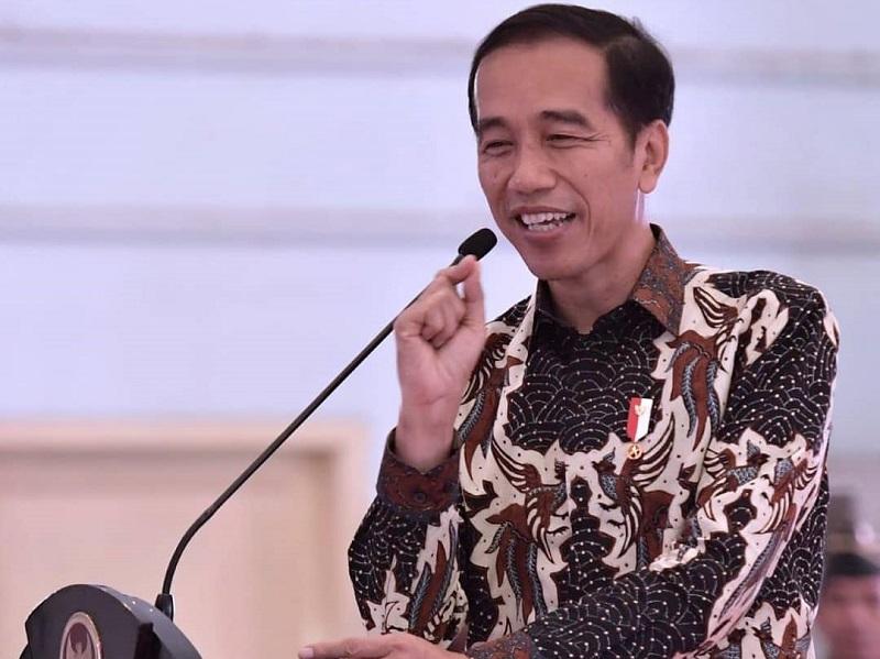 https: img-k.okeinfo.net content 2019 10 20 194 2119338 intip-gaya-presiden-indonesia-saat-pakai-batik-mulai-dari-soekarno-hingga-jokowi-ku8rzBu8V4.jpg