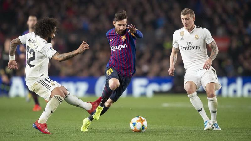https: img-k.okeinfo.net content 2019 10 21 46 2119673 laga-barcelona-vs-madrid-ditunda-lenglet-bahagia-ddeqWcRKbO.jpg