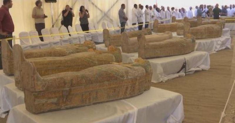 https: img-k.okeinfo.net content 2019 10 21 56 2119784 ditemukan-30-peti-mati-kuno-berisi-mumi-di-mesir-vPv54hDLJQ.jpg