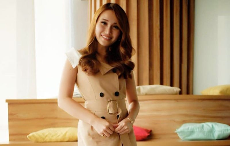 https: img-k.okeinfo.net content 2019 10 22 194 2120453 ayu-ting-ting-pamer-photoshoot-seksi-netizen-mirip-j-lo-waktu-muda-nWlTRKawBp.jpg