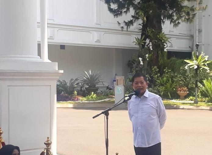 https: img-k.okeinfo.net content 2019 10 22 320 2120116 datangi-istana-suharso-monoarfa-jadi-menteri-ppn-kepala-bappenas-dDzLKpr0cU.jpeg