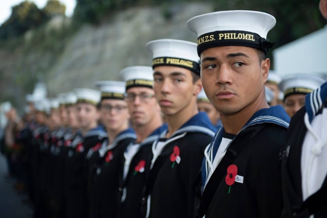 https: img-k.okeinfo.net content 2019 10 23 18 2120795 angkatan-laut-selandia-baru-izinkan-prajurit-pria-pakai-bulu-mata-palsu-dan-berdandan-9YVejpcxrX.jpg