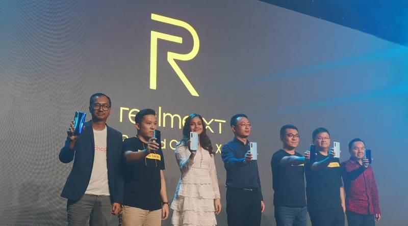 https: img-k.okeinfo.net content 2019 10 23 57 2120885 realme-xt-resmi-meluncur-dengan-kamera-64-mp-di-indonesia-6eUiKHEVGV.jpg