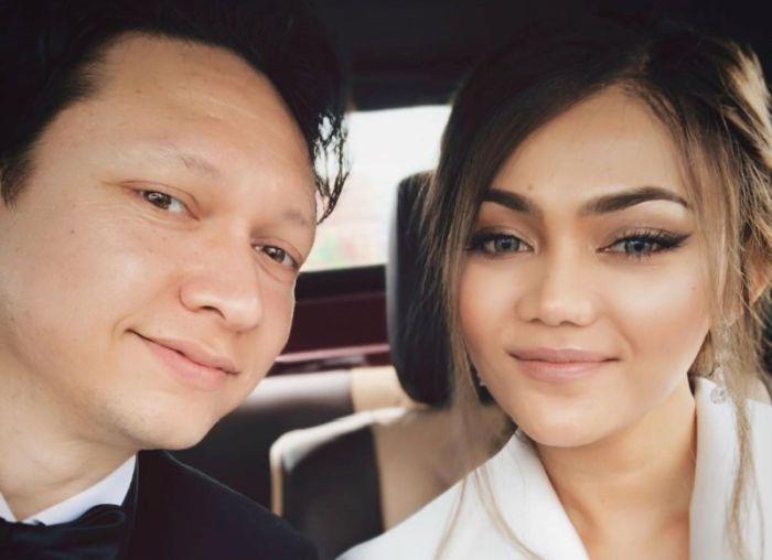 https: img-k.okeinfo.net content 2019 10 24 33 2121052 akhirnya-rina-nose-pamer-foto-pernikahan-Jonhl0jGvu.jpg