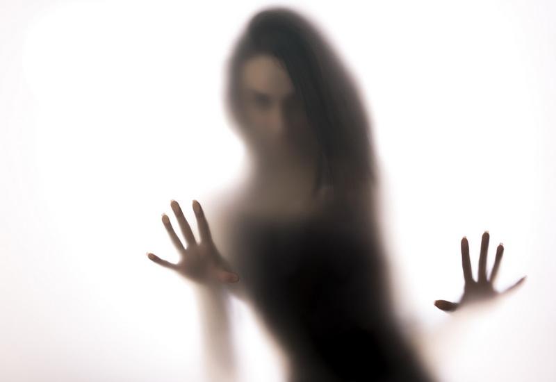 https: img-k.okeinfo.net content 2019 10 24 612 2121197 mengenal-spectrophillia-aktivitas-seks-dengan-hantu-mMkbdcVHY0.jpg