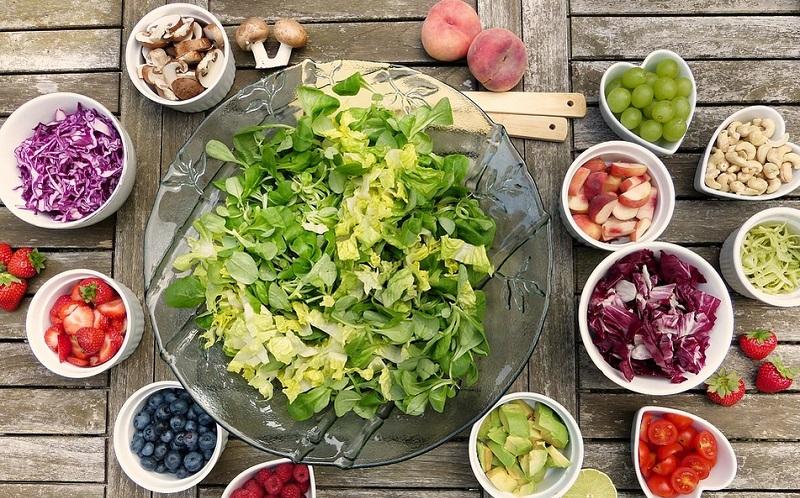 https: img-k.okeinfo.net content 2019 10 26 298 2122040 5-vegan-blogger-yang-cocok-jadi-inspirasi-menu-makanan-sehat-j0WHWLxvYB.jpg